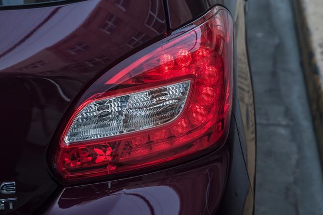 ... và đèn hậu của Mitsubishi Mirage 2017.