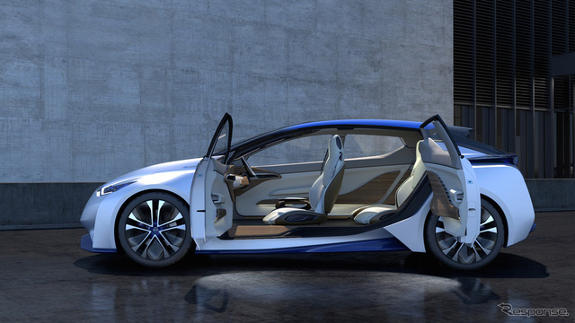 Nissan IDS mang kiểu dáng hatchback với không gian nội thất 4 chỗ ngồi. Đặc biệt, xe có 2 cấu hình nội thất khác nhau, tùy thuộc vào chế độ lái mà người sử dụng lựa chọn.