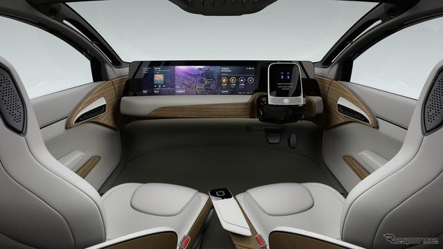Ở chế độ tự lái, vô lăng sẽ thụt vào giữa cụm điều khiển trung tâm và một màn hình phẳng trồi lên. Ghế trong xe sẽ xoay hướng vào nhau để người ngồi nói chuyện dễ dàng hơn.