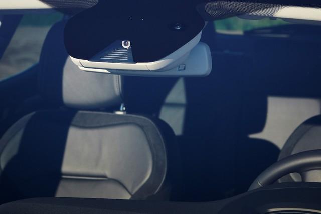 Trên bảng táp-lô của Renault Megane thế hệ mới có những chi tiết mạ crôm sáng bóng. Bên cạnh đó là vô lăng bọc da, ghế êm ái hơn, ghế phụ lái có tính năng massage và đệm lưng chỉnh điện.