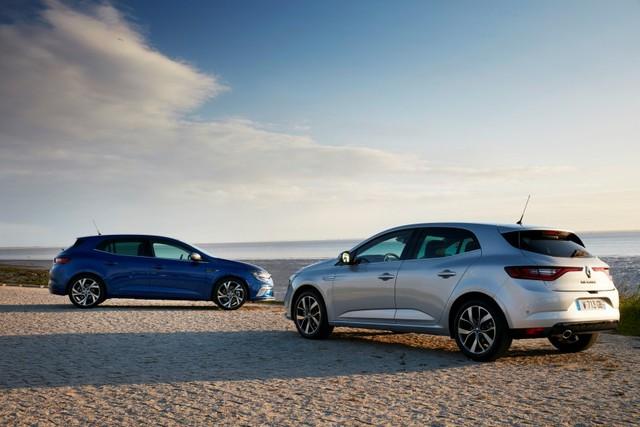 Qua những hình ảnh chi tiết, có thể thấy Renault Megane 2016 xứng đáng lọt vào top những mẫu xe hatchback đẹp nhất trên thị trường. Điều này không có gì lạ khi hãng Renault đã thay đổi toàn diện, từ trong ra ngoài, cho Megane thế hệ thứ tư. Cụ thể, Renault Megane 2016 được phát triển dựa trên cơ sở gầm bệ mới, sử dụng động cơ tăng áp cùng hàng loạt công nghệ và tính năng an toàn khác biệt.