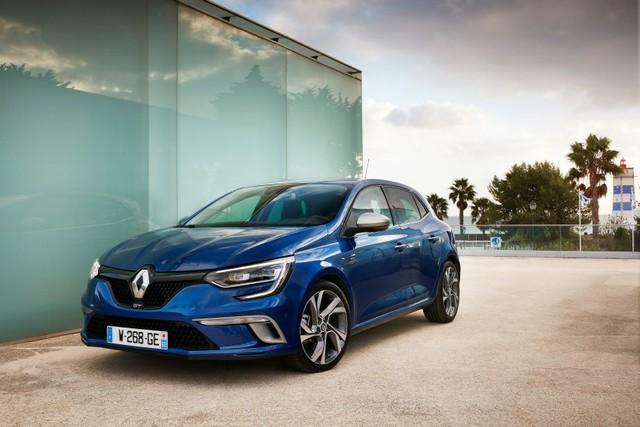Nếu cảm thấy chưa đủ, khách hàng có thể mua Renault Megane GT 2016 với cản va trước/sau hầm hố hơn, bộ đôi ống xả mạ crôm nằm trong bộ khuếch tán và bộ la-zăng hợp kim bằng kim loại màu tối có đường kính 17 inch tiêu chuẩn hoặc 18 inch tùy chọn.