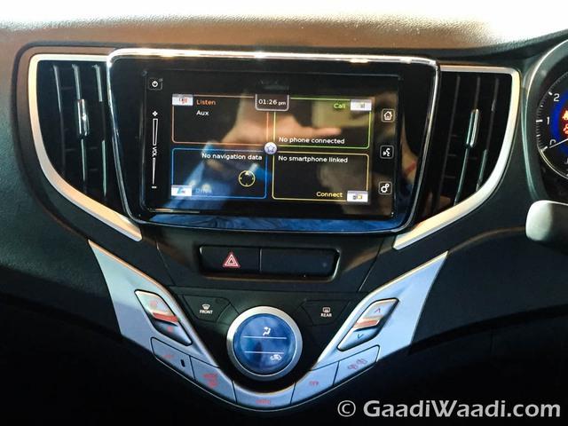 Hệ thống thông tin giải trí SmartPlay với FM/MP3/CD, Bluetooth, AUX và USB, định vị, ra lệnh bằng giọng nói cùng ứng dụng SmartphoneConnect/Apple CarPlay.