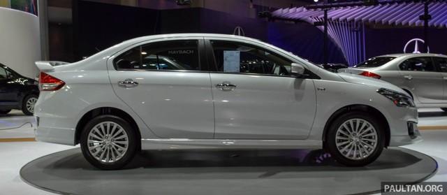 So với phiên bản tiêu chuẩn, Suzuki Ciaz RS được thay đổi chủ yếu ở thiết kế bên ngoài. Đồng thời, hãng Suzuki còn cải tiến nhẹ nhàng bên trong Ciaz RS 2016.
