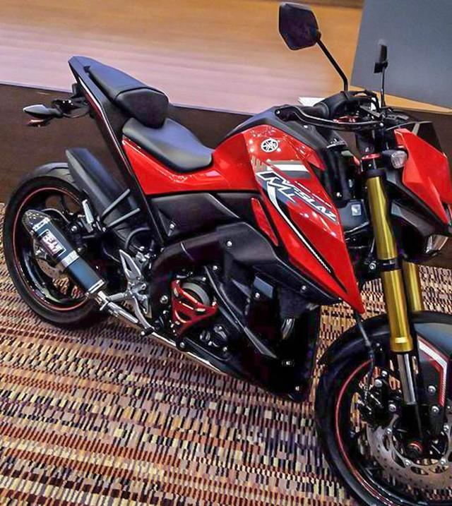 Hôm nay, ngày 1/12/2015, triển lãm xe quốc tế Thái Lan lần thứ 32 đã chính thức khai màn. Đây chính là sự kiện mà hãng Yamaha đã chọn để trình làng mẫu xe naked bike phân khối nhỏ MT-15 hoàn toàn mới. Trước khi triển lãm diễn ra, những hình ảnh rõ ràng hơn của Yamaha MT-15 đã xuất hiện trên mạng.