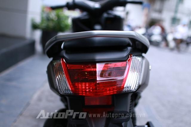 NM-X sở hữu đèn chiếu hậu có kích thước rất lớn mang phong cách thiết kế Châu Âu vốn luôn đề cao hiệu năng an toàn cho chiếc xe.