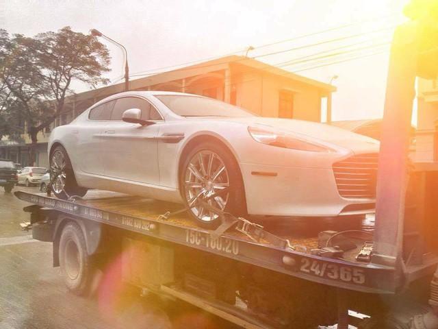 Sau 1 tuần nằm chở tại cảng Hải Phòng, Aston Martin Rapide S đầu tiên tại Việt Nam được vận chuyển về Ninh Bình.