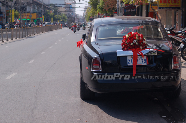 Ngoài ra, tại Việt Nam còn có những chiếc Rolls-Royce Pham độc nhất vô nhị như Oriental Sun và Lửa thiêng.