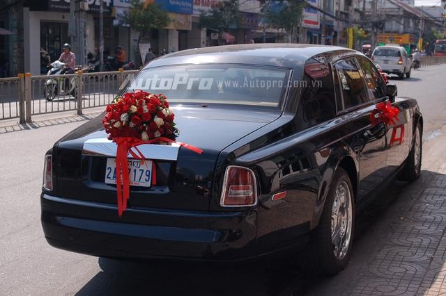 Chiếc Rolls-Royce Phantom đầu tiên về Việt Nam vào năm 2008 thuộc sở hữu của đại gia Hoàng Khải hay Khải Silk. Đến nay, đã có gần 150 chiếc xuất hiện tại Việt Nam.