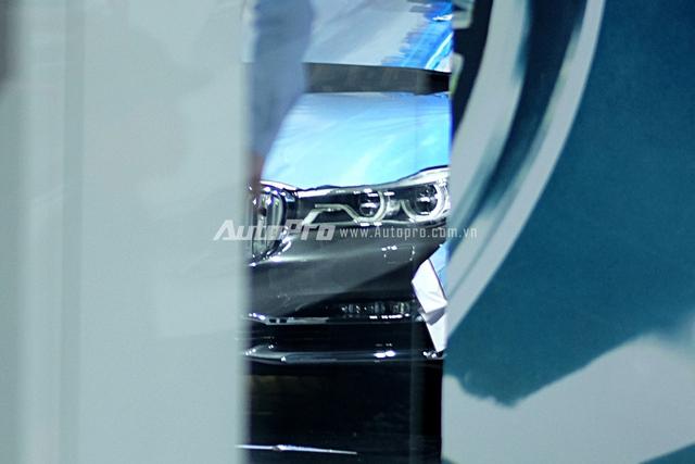 Đèn pha LED kiểu mới dễ dàng khiến người khác nhận ra chiếc xe BMW 7-Series thế hệ mới.