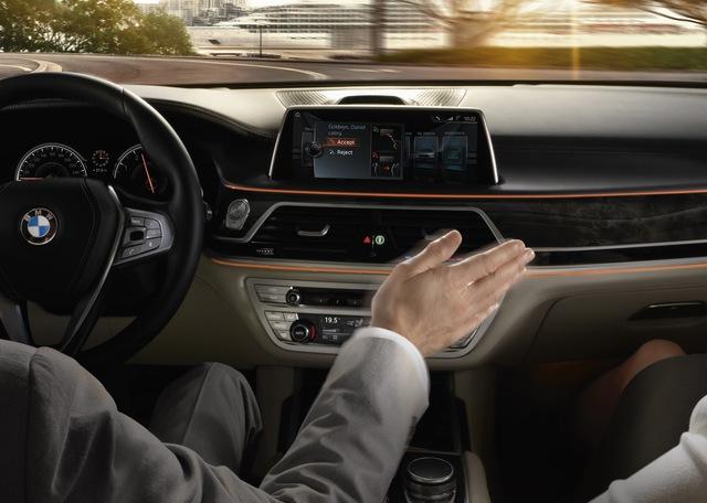 Người lái xe có thể sử dụng các động tác tay để ra lệnh cho BMW 7-Series thế hệ mới.