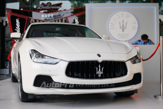 Ra mắt lần đầu tại triển lãm Thượng Hải 2013 ở Trung Quốc, Maserati Ghibli gây nhiều sự chú ý khi được xem như đối thủ chính của BMW 5-Series và Mercedes-Benz E-Class. Maserati Ghibli thế hệ thứ 3 dựa trên thiết kế của Quattroporte thế hệ thứ 6 với phong cách lịch lãm sang trọng thường thấy trên các dòng sedan của thương hiệu Ý.
