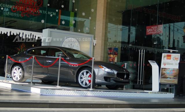 Đây có thể là động thái tạo ấn tượng với khách hàng Việt của đơn vị phân phối xe sang Maserati chính hãng. Cũng trong lần trưng bày này, giá bán của chiếc sedan sang trọng Maserati Quattroporte thế hệ thứ 6 tại Việt Nam đã được tiết lộ là 6,555 tỷ Đồng.