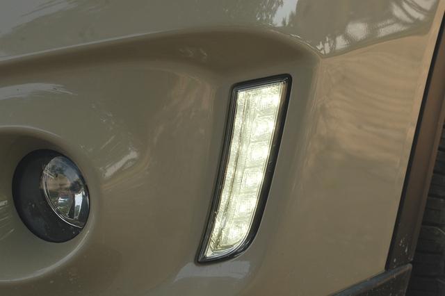 Đèn LED chiếu sáng ban ngày cũng được tích hợp thêm với thiết kế thẳng đứng lạ mắt.
