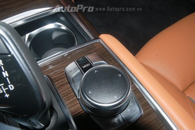 Núm điều khiển iDrive danh tiếng của BMW