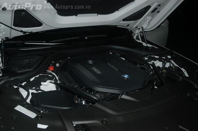 BMW 740Li thế hệ mới tại Việt Nam được trang bị động cơ 6 xi-lanh, tăng áp kép, dung tích 3.0 lít, sản sinh công suất cực đại 326 mã lực, mô-men xoắn cực đại 450 Nm. Hộp số tự đồng 8 cấp. 740 Li mất khoảng 5,5 giây để tăng tốc lên 100 km/h từ vị trí xuất phát, trước khi đạt vận tốc tối đa 250 km/h.