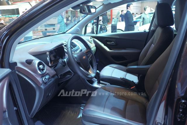 Nội thất chiếc SUV cỡ nhỏ khá đơn giản từ đồng hồ hiển thị đến bảng táp lô.