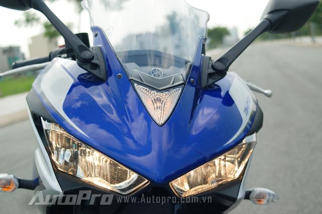 Đèn định vị đặc trưng trên những mẫu xe thể thao của Yamaha.