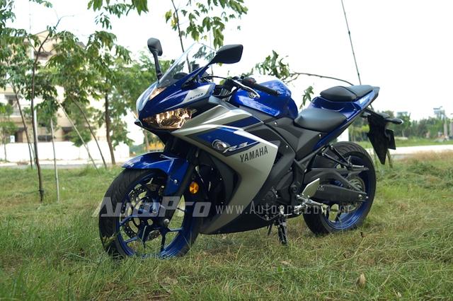 Yamaha R3 sở hữu bộ vành nan khá đẹp và thể thao.