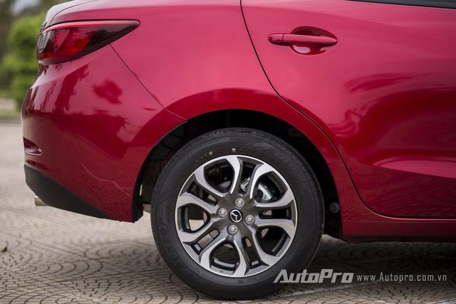 Trang bị phanh đĩa 4 bánh cũng là một điểm cộng lớn của Mazda2 thế hệ mới.