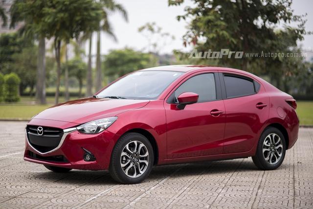 Mazda2 Sedan thế hệ mới sở hữu kích thước tổng thể dài x rộng x cao tương ứng 4.320 x 1.695 x 1.470 mm cùng khoảng sáng gầm xe 143 mm.
