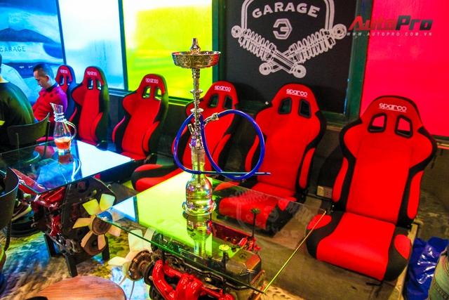 Khu vực ghế ngồi kiểu thể thao như trên những mẫu xe đua