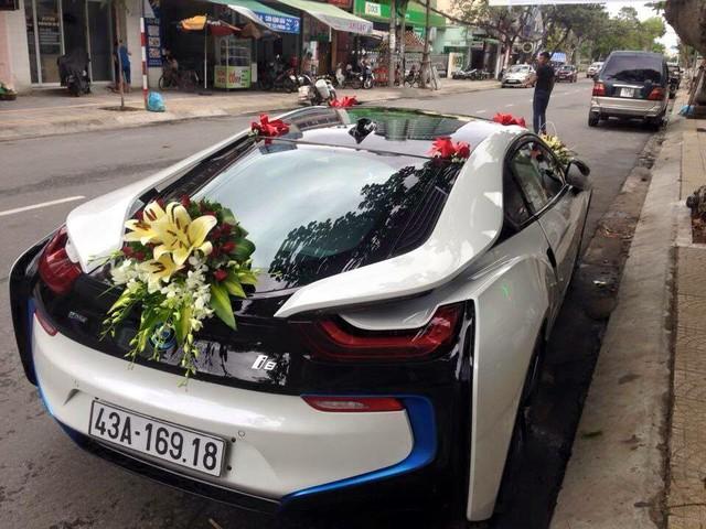 Tại thị trường Việt Nam có đến hơn 30 chiếc BMW i8 được đưa về nước. Tại Đà Nẵng, chỉ mới xuất hiện 2 chiếc. Đồng thời, đây là chiếc BMW i8 đầu tiên làm xe đón dâu tại Việt Nam.