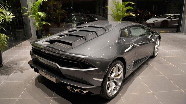 Huracan tại showroom của Lamborghini Việt Nam.