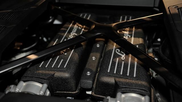 Lamborghini Huracan LP 610-4 sở hữu động cơ V10, dung tích 5,2 lít, sản sinh công suất tối đa 610 mã lực.