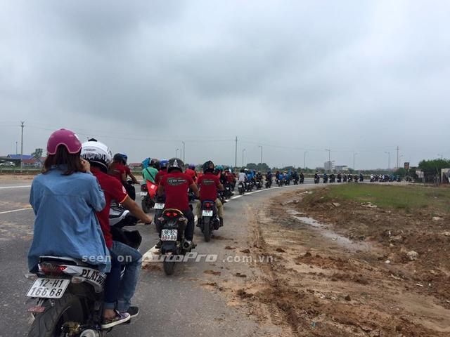 Các thành viên nối đuôi nhau thành hàng dài trên các tuyến phố tại Bắc Giang thu hút khá nhiều sự chú ý.