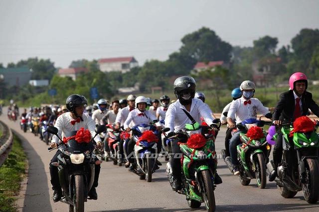 Sau 10 năm xuất hiện tại thị trường Việt Nam, Yamaha Exciter hiện vẫn là ông vua trong dòng xe côn tay bất chấp sự xuất hiện của nhiều đối thủ nặng ký.