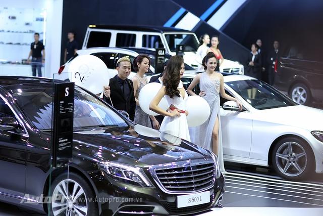 MC Trấn Thành cũng xuất hiện tại gian hàng của Mercedes-Benz