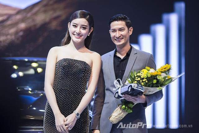 Á hậu Huyền My bên diễn viên Huy Khánh