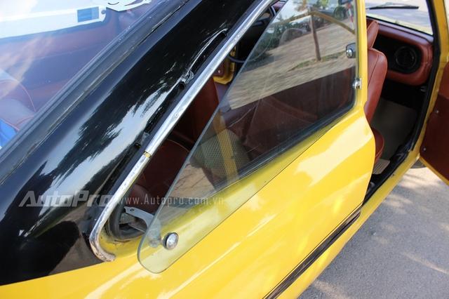 Phần cửa kính sau ở khoang hành khách chỉ có thể mở hé.