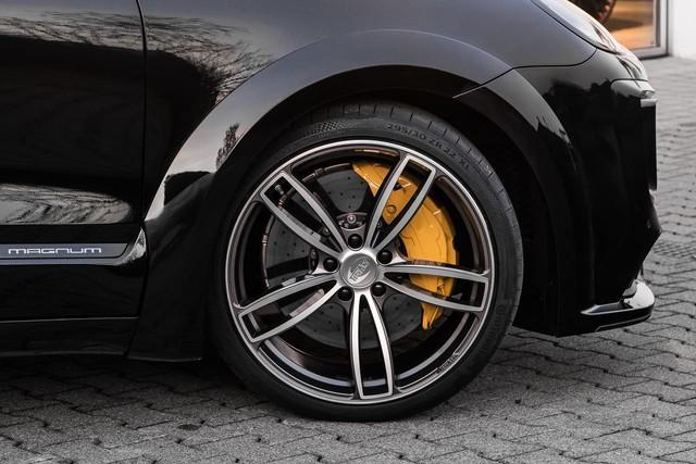 Vòm lốp mở rộng, lốp và la-zăng cỡ lớn cũng là những điểm phải kể đến trên TechArt Magnum.