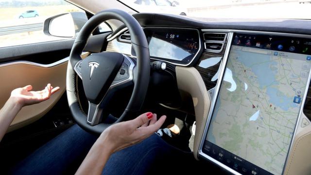 Hệ thống tự lái Autopilot của Tesla bị sếp BMW chê là không hoàn hảo.
