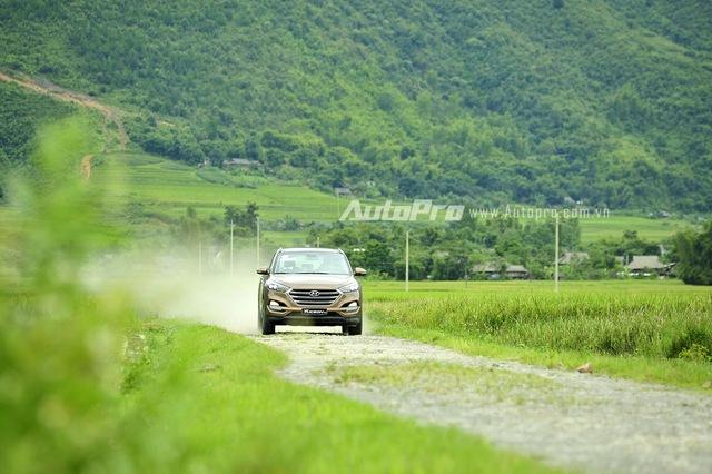Với 3 chế độ lái Eco - Sport - Normal, Hyundai Tucson 2016 mang lại cảm giác lái kiểu xe Đức.