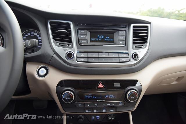 Việc Hyundai Tucson 2016 không có màn hình hiển thị trung tâm cỡ lớn khiến nhiều người hụt hẫng.