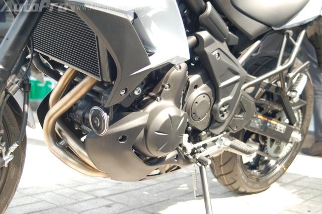Trong đó, ống xả mới cùng bộ giảm âm nằm bên dưới động cơ đã đóng góp không nhỏ trong việc cải thiện mô-men xoắn.Động cơ sản sinh công suất tối đa 68 mã lực tại vòng tua 8.500 vòng/phút, mô-men xoắn cực đại 64 Nm tại vòng tua 7.000 vòng/phút.