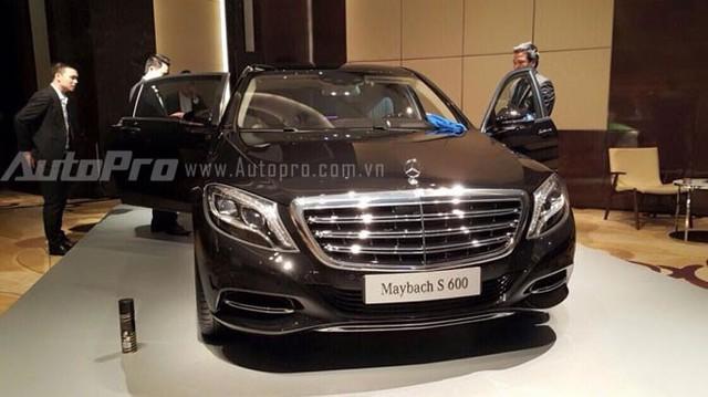 Maybach S600 tăng giá tới 4,2 tỉ đồng, lên mức 14,169 tỷ đồng.