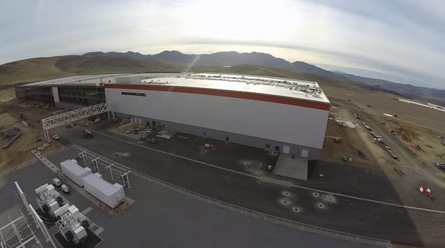 Theo Tesla, sau khi hoàn thiện phần bên ngoài của nhà máy, quá trình xây dựng phía bên trong sẽ bắt đầu. Ước tính, số tiền xây nội thất đậm chất kiến trúc bên trong nhà máy sẽ rơi vào khoảng 10 triệu USD.