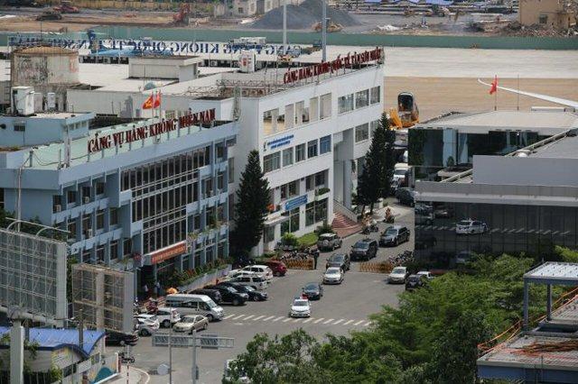 Đoàn xe chuyên dụng di chuyển về khách sạn nơi tổng thống sẽ nghỉ - Ảnh: Khoa Trần