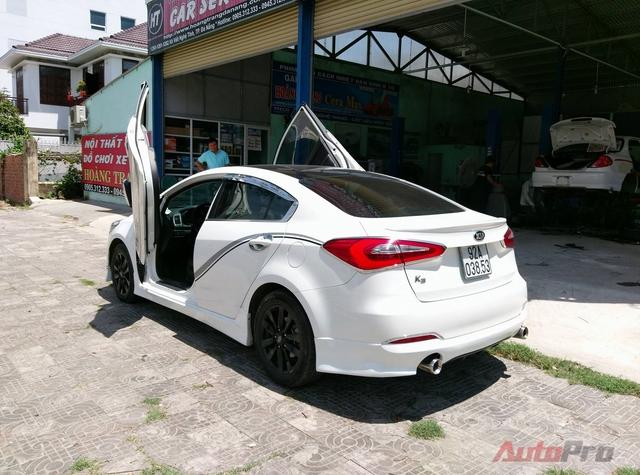 Trước đó, xưởng độ tại Đà Nẵng đã cho ra lò không ít mẫu sedan độ cửa cắt kéo như Hyundai Volester, Chevrolet Cruze,... và nhận được những phản hồi tích cực từ giới chơi xe.