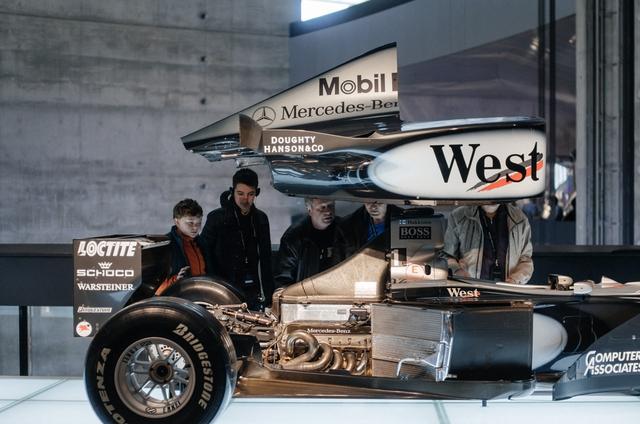 Mổ xẻ một mẫu xe F1 đời mới của Mercedes-Benz.