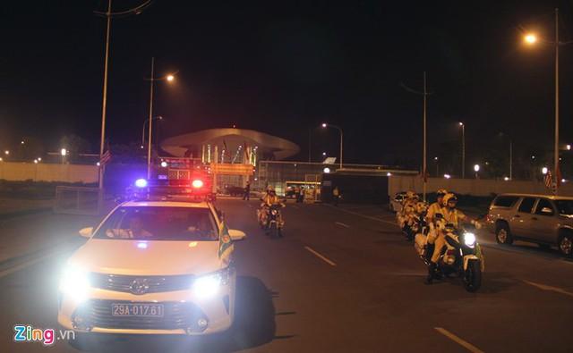 Phía ngoài nhà VIP A, cảnh sát dẫn đoàn của Việt Nam chờ sẵn. Ảnh: Tuấn Anh.