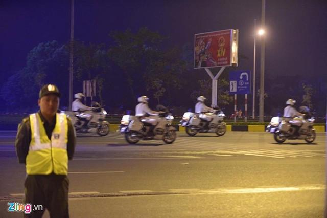 Đội cảnh sát dẫn đoàn Việt Nam đưa đường cho đoàn xe của ông Obama.