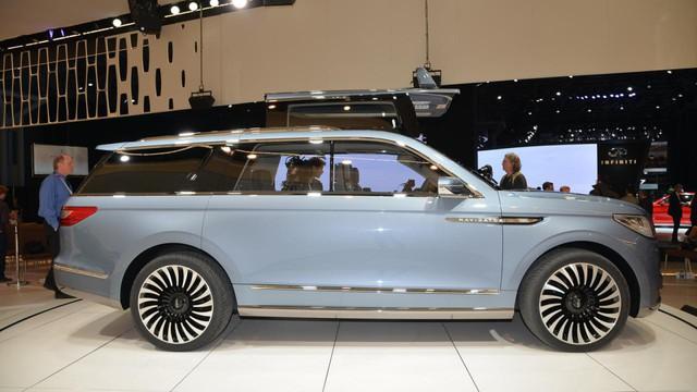 Tuy nhiên, hãng Lincoln cũng khẳng định rõ Navigator thế hệ mới sẽ không được trang bị cửa cánh chim như phiên bản concept. Trong khi đó, thiết kế tổng thể của xe concept sẽ được áp dụng cho Lincoln Navigator thế hệ mới.