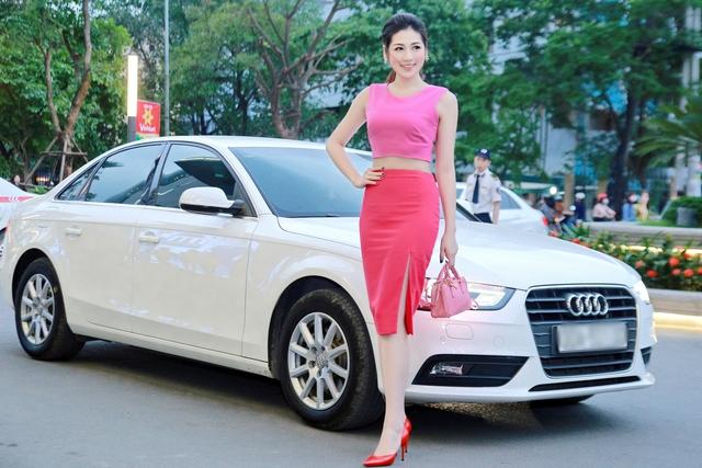Á hậu Dương Tú Anh, đại sự thương hiệu Audi A4, đến dự buổi công chiếu phim Truy Sát tại Hà Nội.
