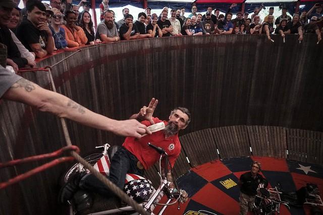 Ransom là stunter biểu diễn Wall of Death nổi tiếng nhất tại Mỹ. Ông sử dụng những chiếc mô tô Indian và Harley-Davidson cổ để biểu diễn.