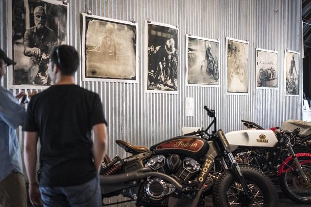 Gian trưng bày những bức ảnh của nhiếp ảnh gia Paul d'Orléans. Anh chính là người đứng đằng sau blog chuyên về mô tô nổi tiếng Vintagent.